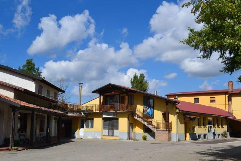 Image https://shop.parmigianoreggiano.com/media/contentmanager/content/Caseificio805x538.jpg