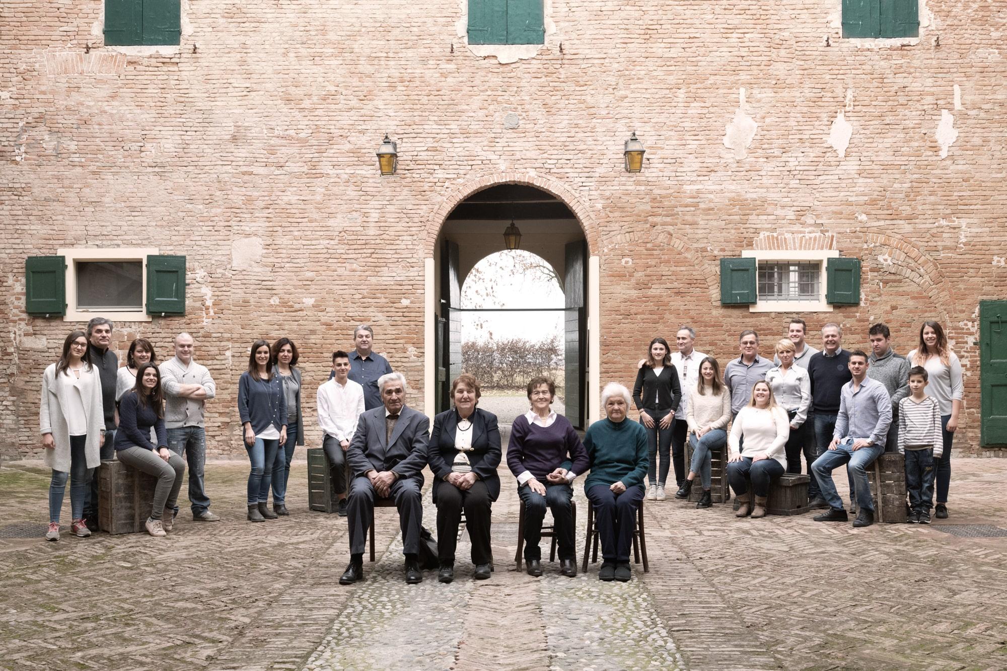 Image https://shop.parmigianoreggiano.com/media/contentmanager/content/L1080181_colori_seppia-min.jpeg