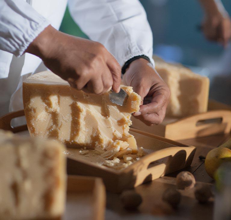Image https://shop.parmigianoreggiano.com/media/contentmanager/content/home-degustazione-mobile_2.jpeg