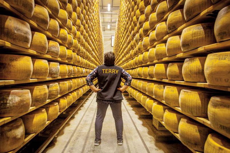 Image https://shop.parmigianoreggiano.com/media/contentmanager/content/immagine-caseificio.jpg